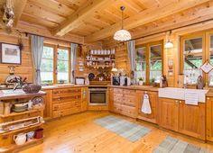 Kuchyně dobře doplňuje celkový ráz domu. Korpus je z bílého lamina, dřevěná...