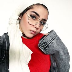 And after every failure there is a great success, I trust in God to stop again . Arab Girls Hijab, Girl Hijab, Hijab Fashion Inspiration, Style Inspiration, Head Scarf Styles, Pic Pose, Ootd Hijab, Instagram Pose, Selfie Poses