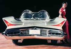 1955 Lincoln Futura show car - 1966 Batmobile The Batmobile began in the styling studios of Ford's Lincoln-Mercury Division. The Caped Crusader's vehicle (Batmobile) started life as the Lincoln Futura. Ford Motor Company, Retro Cars, Vintage Cars, Antique Cars, Ford Van, Carros Retro, Dream Cars, Retro Futuristic, Us Cars