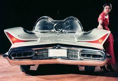 1955 Lincoln Futura show car - 1966 Batmobile The Batmobile began in the styling studios of Ford's Lincoln-Mercury Division. The Caped Crusader's vehicle (Batmobile) started life as the Lincoln Futura. Ford Motor Company, Ford Van, Retro Cars, Vintage Cars, Carros Retro, Retro Futuristic, Unique Cars, Us Cars, Sport Cars