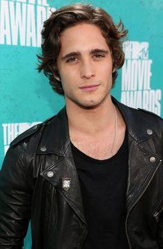 Diego Boneta's wavy hair at the 2012 MTV Movie Awards #redcarpet
