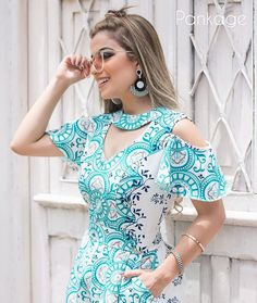 Find your holiday outfit at Rotita and uncover massive discounts.The trending styles feature layers of Faux Pearl and unique embellishments that will stand out. Neckline Designs, Dress Neck Designs, Blouse Designs, Simple Dresses, Casual Dresses, Short Dresses, Hijab Fashion, Fashion Dresses, Hijab Stile