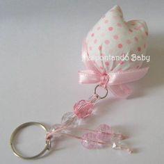 Chaveiro com tulipa confeccionada em tecido de algodão, com enchimento em manta acrílica. Disponível em outras cores/estampas.