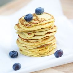 Easy-to-make and absolutely delicious American pancakes made with coconut flour. Norwegian Food, Norwegian Recipes, Low Carb Candy, Coconut Flour Pancakes, American Pancakes, Candy Recipes, Lchf, Keto, Crepes