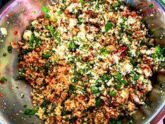 Empada vegetariana! Rucula, tomate seco, champignon e queijo canastra!!! Massa integral ou normal. Leve, gostoso e prático. Fácil de fazer e sem conservantes. ⏰❤️ R$27,00 bandeja c/ 6 und. Entregamos nossos produtos em Belo Horizonte.  Pré assado/congelado, pronto para comer!  Encomendas/pronta entrega pelo telefone/whatsapp: 031 998336757 - Julia Email: quitandamineira@gmail.com Facebook.com/damineira Instagram.com/damineira Pinterest.com/damineira #damineira #em