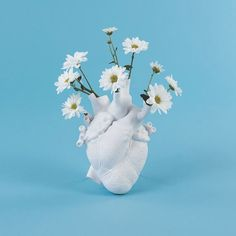 Love in Bloom by Seletti. Ceramic heart-shaped art vase. Hanging on the wall or resting on the table. Shipped and delivered to all Europe. #homedecor #italiandesign #madeinitaly #weissgallerygenova