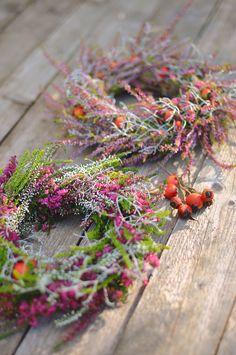 Artificial Flower Arrangements, Artificial Flowers, Floral Arrangements, Dried Flower Wreaths, Dried Flowers, Girls Night Crafts, Floral Chandelier, Dry Plants, Wreath Crafts
