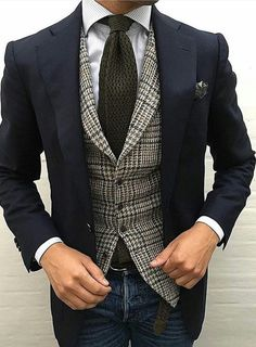 Discover New Brands, Style Tips & Men's Lifestyle Sharp Dressed Man, Well Dressed Men, Vêtement Harris Tweed, Style Costume Homme, Mode Costume, Business Mode, Business Casual, Elegant Man, Herren Outfit