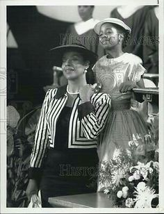 Phylicia Rashad and Keshia Knight-Pulliam~ Polly Keshia Knight Pulliam, Phylicia Rashad, Debbie Allen, The Cosby Show, Press Photo, American Actress, Role Models, Kids Playing, Vintage Black