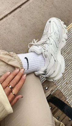 Nike Fashion Outfit, Womens Fashion Sneakers, Cool Womens Sneakers, Sneakers Women, Fashion Clothes, Sneakers Looks, Dad Sneakers, Sneakers Style, Wedge Sneakers