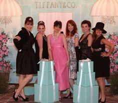 So, Im really liking this Breakfast at Tiffanys party theme. Wouldnt it be great for a all girl 50th birthday party.  Hmmmm....mine is just around the corner.