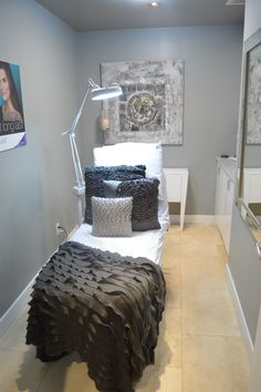 Yorkville Treatment Room    day spa    massage therapy room    esthetician room    aesthetician room    esthetics    skin care    body waxing    hair removal    body scrub    body treatment room
