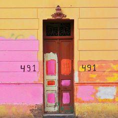 Santiago Door by @laciudadalinstante   #chile #instagram #icu_chile #chilefachadas #facade #fachada #art #instagood #colorful #Instameet_Santiago #santiaguista #stgonoestanfeo #rsa_doorsandwindows #puerta Chile, Instagram, Neon Signs, Doors, Photo And Video, Facades, Santiago, Cities, Chilis