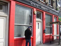 """The Grave Maurice, Shoreditch - This pub was established in 1723 and rebuilt in its present form in 1874. It was a Truman's Brewery house. It is said that regular visitor Ronnie Kray left his mark permanently on the face of one customer here in the mid-60s, using a red hot poker from the fireplace – it was also apparently frequented by 'Mad' Frankie Fraser. Rather run down in recent years (a 2002 review described it as """"Populated with people who appear rarely to see daylight""""), it achieved…"""