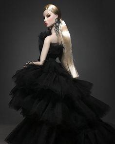 Fashion Royalty Dolls, Fashion Dolls, Barbie Gowns, Bjd Dolls, Doll Face, Afro, Fashion Beauty, That Look, Glamour
