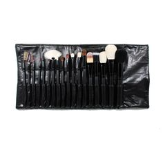 This set is a combination of natural and synthetic bristles. Hand picked brushes by celebrity makeup artists on staff. Set includes: 1.Pointed Liner