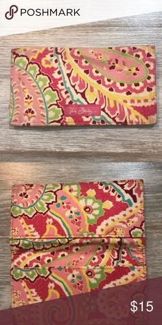 🌸 Vera Bradley cloth checkbook cover 🌸 🌷If the season of spring were condensed into a checkbook cover, this would be it! 🌷 Vera Bradley Accessories