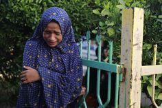 Một em gái người Palestine khóc khi biết tin năm thành viên gia đình em tử vong trong một cuộc pháo kích của Israel, theo lời nhân viên y tế, bên ngoài một bệnh viện ở Beit Lahita ở phía bắc Dải Gaza.