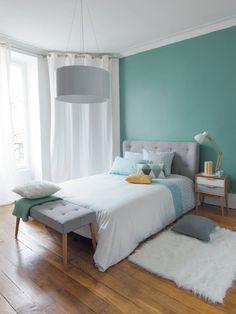 Dormitorios con una pared en color verde. Pared verde en dormitorios principales. #decoracioninterior #dormitoriosprincipales