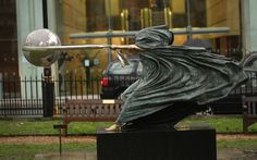 mother-nature-force-sculpture-lorenzo-quinn-12