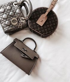 Find tips and tricks, amazing ideas for Hermes handbags. Discover and try out new things about Hermes handbags site Hermes Handbags, Burberry Handbags, Fashion Handbags, Purses And Handbags, Fashion Bags, Fashion Women, Pink Handbags, Tote Handbags, Suede Handbags