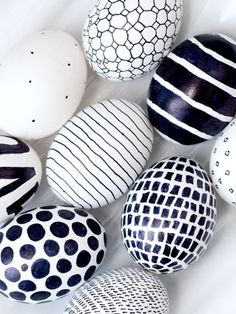 Easter just got a little more mod! A black felt tip pen is the only tool you need to create striking black-and-white eggs in whatever bold graphic you like. Get the tutorial at Obviously Mod »