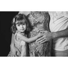 Lindos!  #stephaniadeflorio #estudiofotografico #ensaiodegestante #familyportrait #family #familia #linda #maternity #belly #pregnancy #maternidade #gestante #praiagrande #praiagrandesp #child #maternityphotographer #gravida #canonphotography by stephaniadeflorio