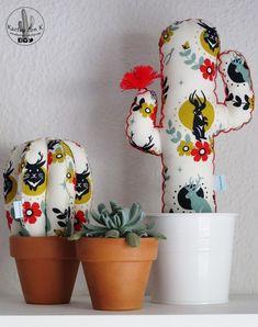 Cactus de tela artesanal y personalizado de KactusconK en Etsy Cactus Fabric, Fabric Fish, Fabric Art, Fabric Flowers, Tiny Cactus, Cactus Flower, Felt Crafts, Diy And Crafts, Arts And Crafts