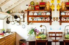 menaje vintage en cocina rústica