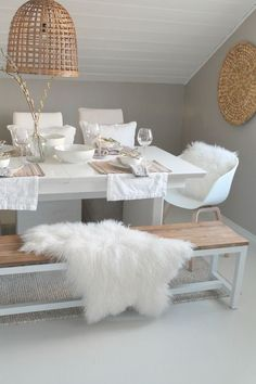 The beauty of natural elements and a simple color scheme. Love it!