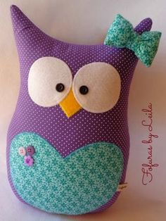 Fofuras de feltro...                                                                                                                                                      Más Pillow Pals, Owl Pillow, Cute Pillows, Baby Pillows, Owl Crafts, Diy And Crafts, Sewing Crafts, Sewing Projects, Fabric Animals