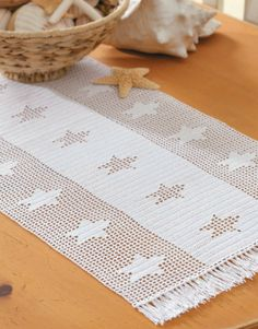 Filet Table Runners - Designed to complement every dÈcor, these contemporary runners by Joyce Geisler add a… Crochet Stars, Crochet Cross, Crochet Home, Crochet Table Runner Pattern, Crochet Tablecloth, Crochet Doilies, Filet Crochet Charts, Crochet Diagram, Doily Patterns