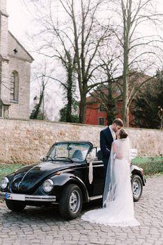 Eine wunderschöne Trauung von Sophia und Lars. Ganz im Vintagestil ging es für das Brautpaar zu ihrer Hochzeitsfeier 👰🤵 (#Werbung wegen Verlinkung) Fotografie: Mareike Murray . . . #hochzeit #tbt #heiratenbraunschweig #hochzeitbraunschweig #braunschweig #wolfsburg #gifhorn #hochzeit2021 #hochzeitslocationbraunschweig #hochzeitswerkstattbraunschweig #hochzeitsausstattungbraunschweig #hochzeitsdekorationbraunschweig Wedding Dresses, Fashion, Wolfsburg, Newlyweds, Getting Married, Celebration, Advertising, Nice Asses, Bride Dresses