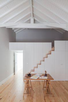 Santa Teresa House, rénovation d'un immeuble à Porto en 9 appartements en location saisonnière par Pedro Ferreira Architecture Studio - Journal du Design