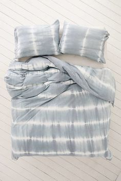 For The Love of Shibori! Shop all things Shibori. Large Throws For Sofas, Large Sofa, Bed Throws, Tie Dye Bedding, Blue Bedding, Tie Dye Bedroom, Bedding Sets, Bedding Storage, Bedding Decor