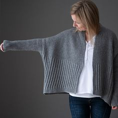 Lines -Winter Lines - Modified Half Double Crochet Ravelry: Winter Lines pattern by Katrin Schneider 2019 MDK March Mayhem Knitting Designs, Knitting Projects, Knitting Patterns, Knitting Ideas, How To Start Knitting, Line Patterns, Knit Fashion, Knit Cardigan, Cardigan Pattern