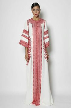 Naeem khan kaftan abaya designs for modish women Islamic Fashion, Muslim Fashion, Modest Fashion, Fashion Dresses, Abaya Fashion, Boho Fashion, Fashion Design, Style Fashion, Kaftan Designs