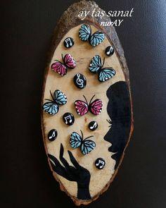 DIY Painting the River Rocks Like a Bird - Unique Balcony & Garden Decoration and Easy DIY Ideas Seashell Painting, Pebble Painting, Pebble Art, Stone Painting, Diy Painting, Painting On Wood, Stone Crafts, Rock Crafts, Rock Painting Designs