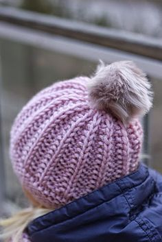 Floral Doodle, Different Stitches, Kids Hats, Baby Knitting Patterns, Beanie Hats, Knitted Hats, Free Pattern, Knit Crochet, Winter Hats