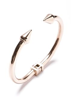 A simple classic bracelet in rose gold with shaped spikes at both ends. Elegant and classy, this cuff is a wardrobe staple that can be worn again and again. Available also in Gold or with Marble details.