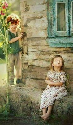 Country Kids / Don't care. Cute Baby Couple, Cute Baby Girl, Cute Babies, Baby Pictures, Cute Pictures, Beautiful Pictures, Cute Kids Photography, Photography Poses, Sweets Photography