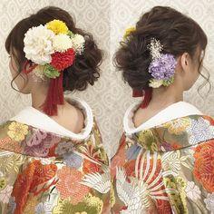 """426 Likes, 1 Comments - R.Y.K Vanilla Emu (@ry01010828) on Instagram: """"結婚式の前撮り 和装ロケーション撮影のお客様 和っぽくて どっちかに寄せた感じ!と。 あとはお任せ頂きました。 左側に寄せて、 面を出したスタイルに! カラフルでビビッドなカラーのお花を沢山付けて…"""""""