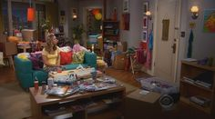 Big Bang Theory; penny\'s couch! I want it. It\'s an ikea couch ...