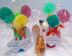 Un perfume diseñado para la ocasión con un mensaje en la botella y jabones creados especialmente para los invitados/as. Detalles de boda diferentes #bodas #novias Perfume, Soaps, Bottles, Brides, Invitations, Messages, Fragrance