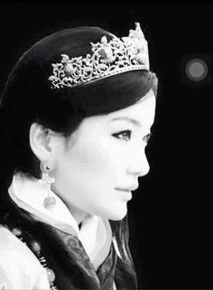 Her Majesty the Queen of Bhutan Ashi Jetsun Pema Wangchuck wearing a jade tiara.