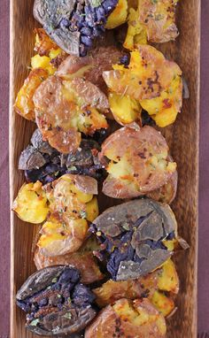 These rustic Roasted Smashed Garlic Potatoes are a perfect side dish: full of flavor, crispy on the edges and just 120 calories or 4 Weight Watchers SmartPoints! www.emilybites.com