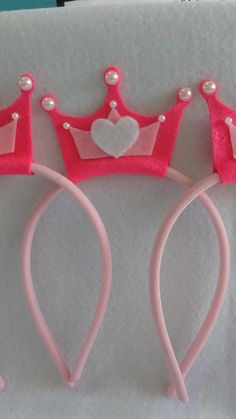 tiara de coroa de feltro - Buscar con Google Foam Crafts, Diy And Crafts, Crafts For Kids, Arts And Crafts, Felt Hair Accessories, Sewing To Sell, Diy Crown, Felt Hair Clips, How To Make Bows