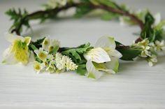 Corona de flores medianas blanca y verde. por TheLittleNemo en Etsy