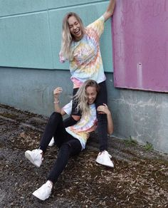 Lisa and Lena ♡ Boy Best Friend Pictures, Cute Couple Pictures, Bff Pictures, Friend Photos, Lisa And Lena Clothing, Picture Outfits, Cute Outfits, Lisa Or Lena, Poses