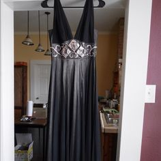 Evening gown Alberto Makali floor length evening gown. Size 2. Only worn once, great condition! Alberto Makali Dresses Prom